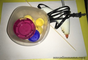 toddler flower craft bottle-caps (1)